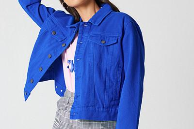 Den färgglada jeansjackan