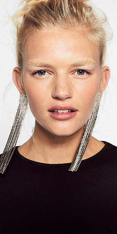 Zara stora örhängen med smycken