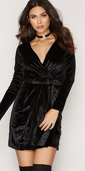 NLY Trend Crushed Velvet Wrap v-ringad sammetsklänning