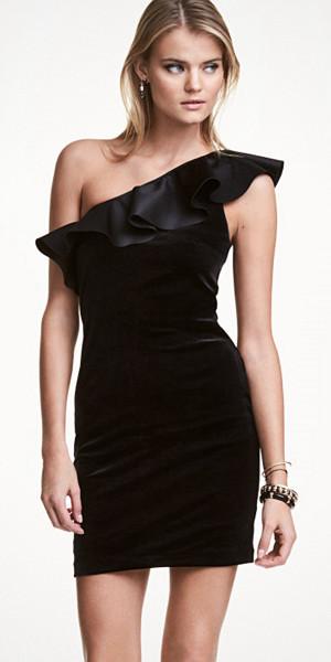 H&M sammetsklänning med volang