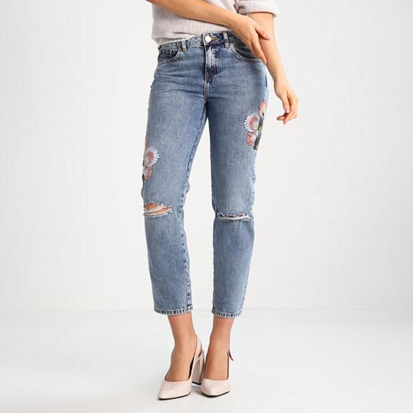River Island slitna ljusa jeans med pins
