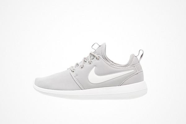 Nike Sportswear ljusgrå sneakers Roshe Two