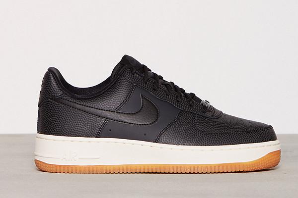 Nike svarta sneakers läder Air Force 1'07