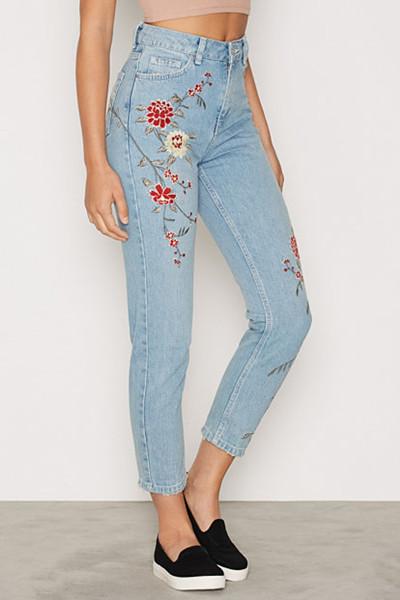 Topshop jeans med broderade blommor