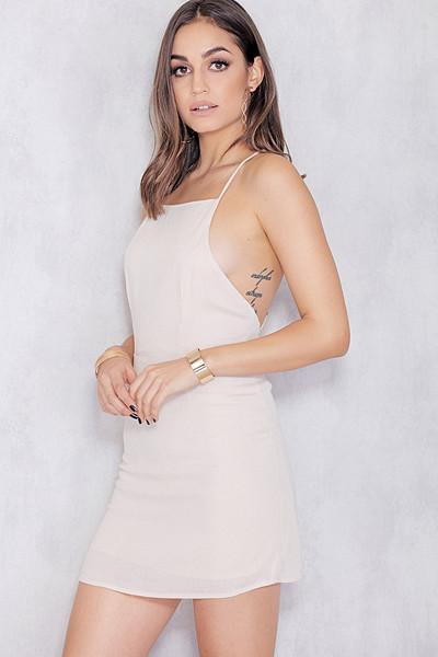 Chiquelle vit klänning