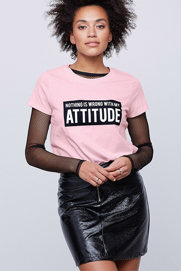 "Rosa t-shirt ""Nothing is wrong with my attitude"""