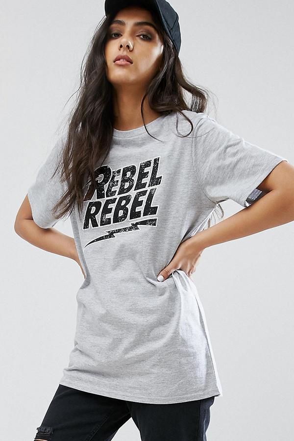 """Daisy Street Tall grå t-shirt med tryck """"Rebel rebel"""""""