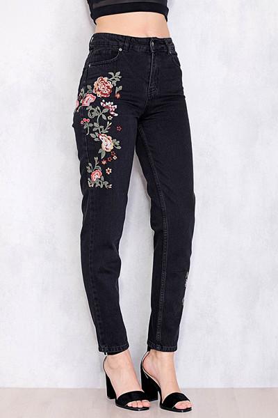 Chiquelle svarta jeans med broderade blommor