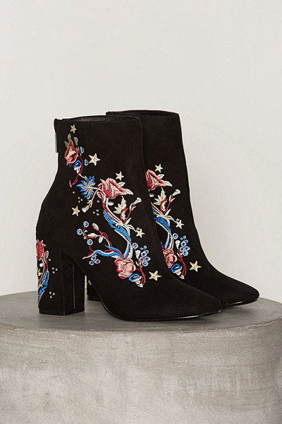 Miss Selfridge boots i mockaimitation med broderade blommor