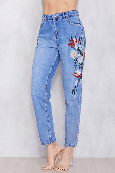 Chiquelle blå jeans med brodering och hög midja