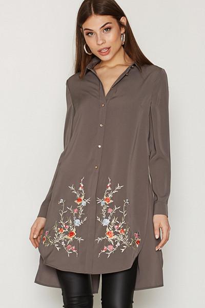 River Island lång skjorta med dekorativ brodering
