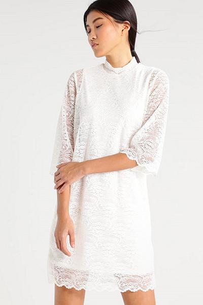 Object vit spetsklänning