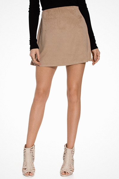 NLY Trend kort kjol med vidd nedtill