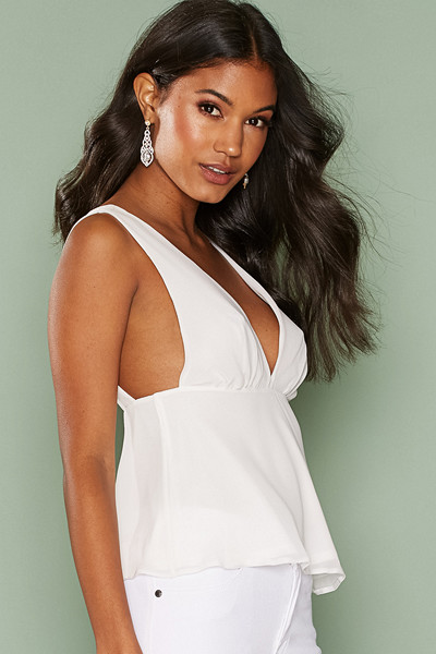 NLY One linne med markering under bröstpartiet