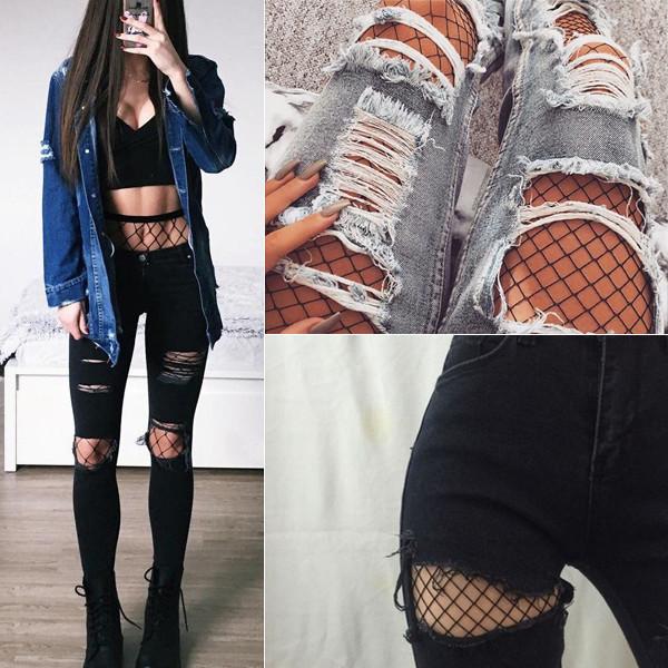 Fishnets kombinerat med slitna jeans