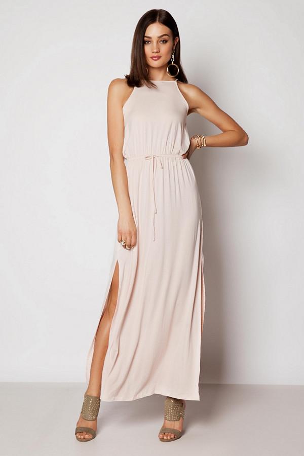 Ivy Revel ljusrosa enkel men elegant klänning