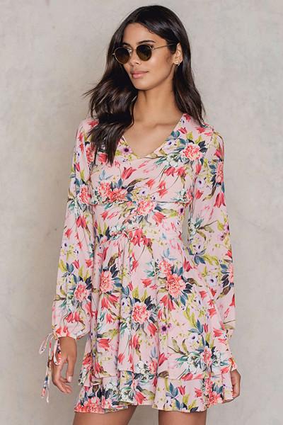 Trendyol långärmad blommig klänning