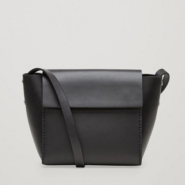 COS väska minimalistiska detaljer axelband