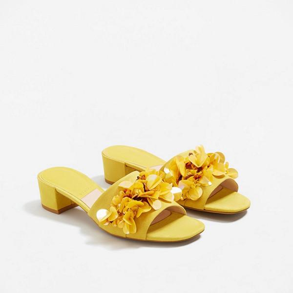 Mango gula sandaletter med blomdetaljer