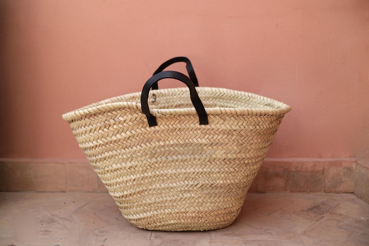 Chêne Bags stor stråväska med svarta läderhandtag