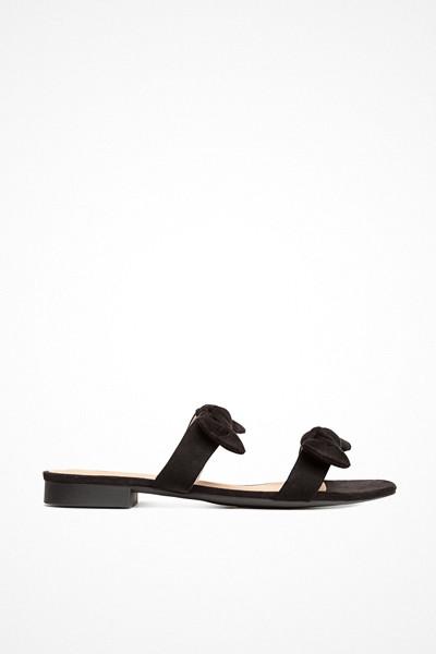 H&M svarta sandaler med rosetter