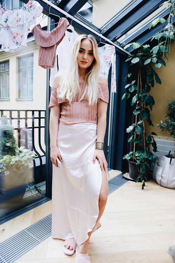 Alice Stenlöf i topp och kjol från Nicole Loves Nelly