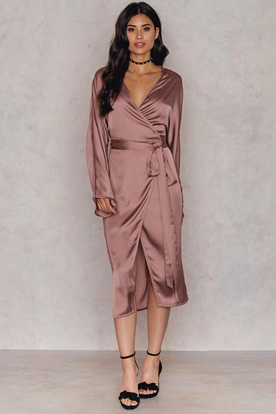 Hannalicious x NA-KD rosa klänning (Kimono Wrapped Dress)