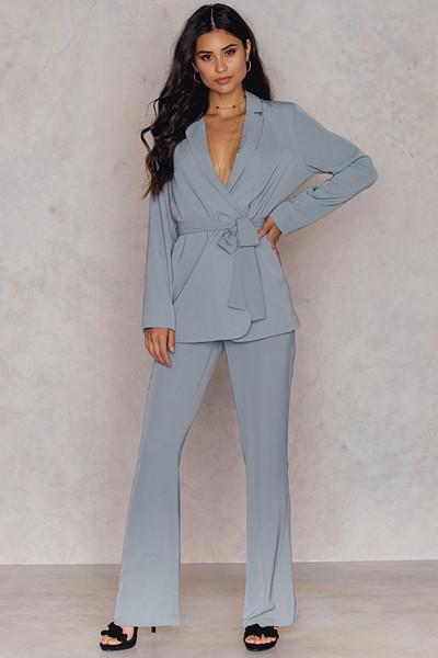 Hannalicious x NA-KD blå-grå byxor (Bootcut Suiting Pants)