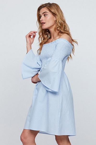 Gina Tricot ljusblå klänning med smock över bysten