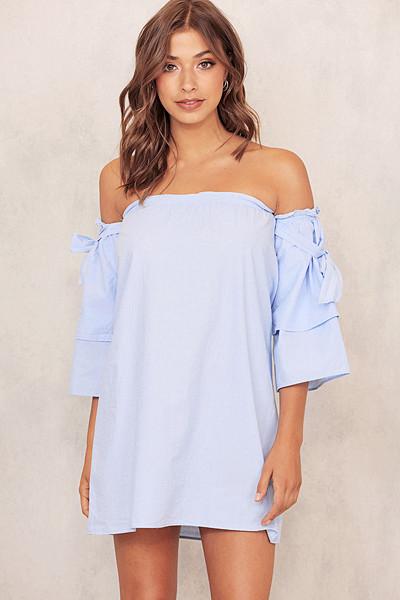 Chiquelle ljusblå klänning