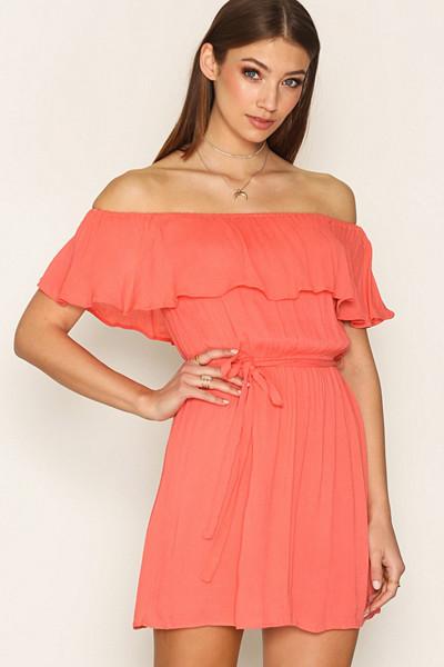 NLY Trend persikofärgad singoallaklänning