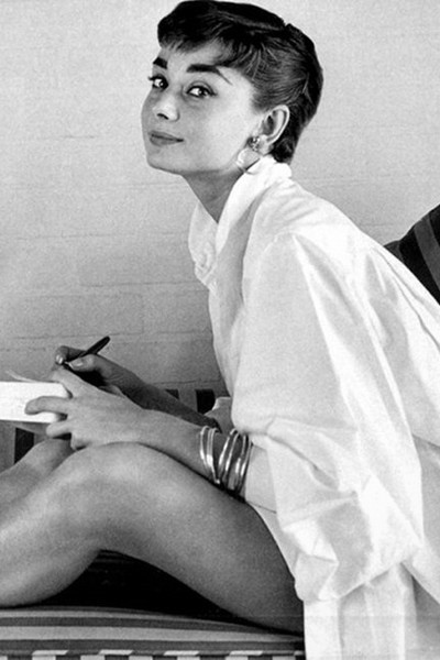 Audrey Hepburn inspiration vit skjorta
