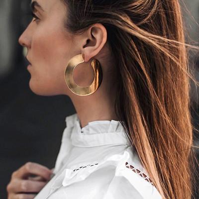 Inspiration guldfärgade örhängen