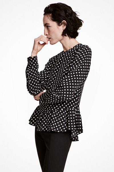 H&M svart prickig blus
