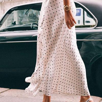 Vit prickig kjol