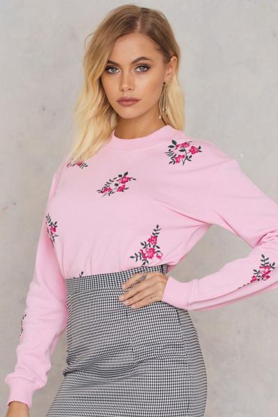Andrea Hedenstedt x NA-KD rosa tröja