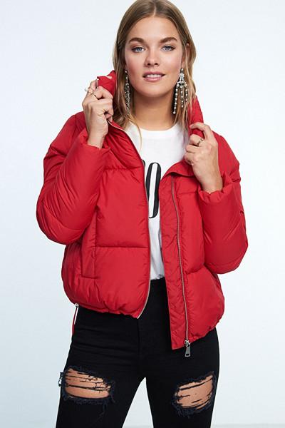 Gina Tricot röd pufferjacka