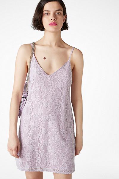 Monki lila spetsklänning