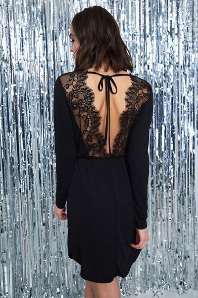 Gina Tricot svart festklänning med spetsdetaljer
