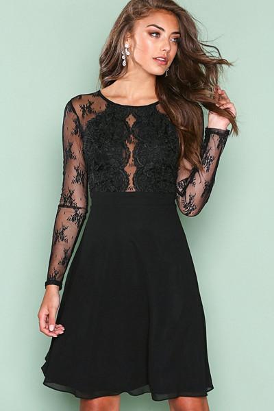 NLY One svart klänning med spetsdetaljer