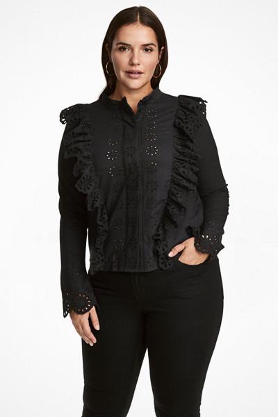 H&M+ svart blus med volangdetaljer