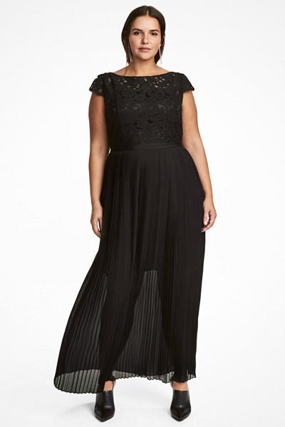 H&M+ svart chiffongklänning