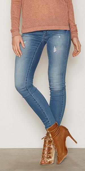 Only jeans med slitning i klassisk blå