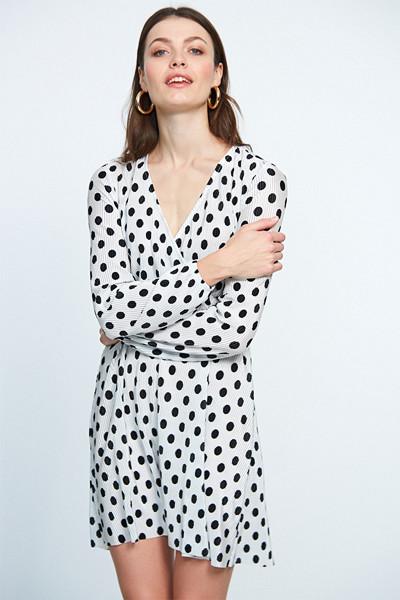 Gina Tricot prickig plisserad klänning