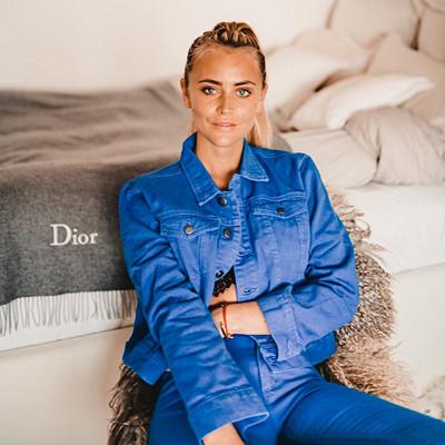 Inspiration Janni Delér i blå jeansjacka