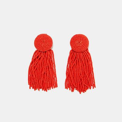 Zara örhängen med fransar och röda pärlor