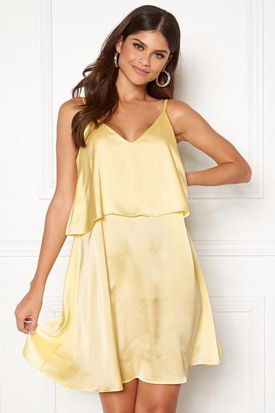 Lovisa Barkman x Bubbleroom ljusgul klänning Monaco Slip Dress