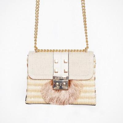 River Island liten handväska med dekorativa nitar
