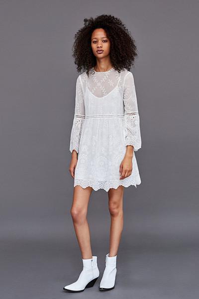 Zara vit klänning med brodyr och hålmönster
