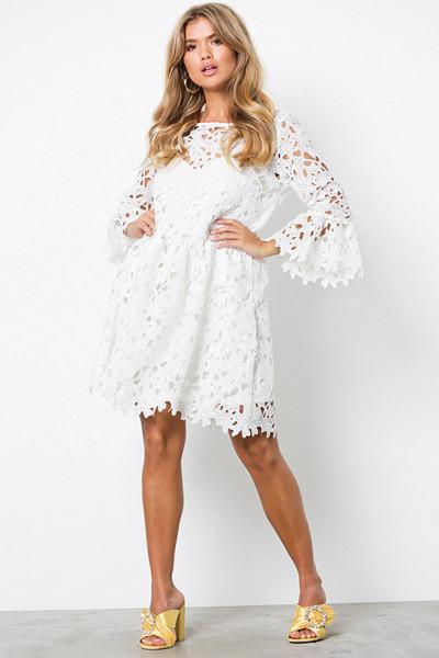 Only vit klänning med hålmönster